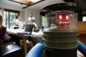 A friendly, happy HitchBOT before his Philly beating.