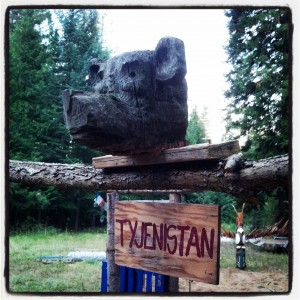 A carved bear head and totem pole–courtesy of the dump–guard the garden. Photo by Jen Jackson Quintano.