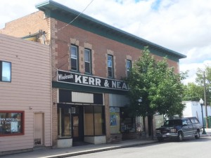 Another location of the farmers' market in Sandpoint was the Krebs Building, which once housed Kerr & Nead Grocery as well as the Economy Grocery.