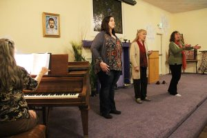 The Fall Serenade will feature operatic singing by Karin Wedemeyer, right, Brenda Rutledge, center, and Katie Skidmore, left. Caren Reiner is pictured to the far left playing the piano. Photo by Ben Olson.